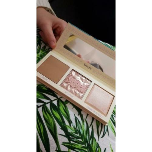 Benefit cosmetics, pretty in de usa palette