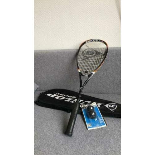 Dunlop Squash racket rarely used. 2 Dunlop balls new